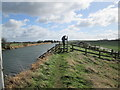 TA0753 : Driffield  Canal  with  footpath  on  the  flood  bank  top by Martin Dawes