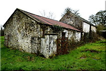 H6058 : Derelict farm buildings, Tullylinton by Kenneth  Allen