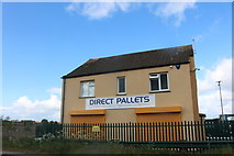 SP9924 : Direct Pallets, Hockliffe by David Howard