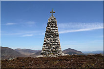 NN6192 : MacPherson's Monument on Creag Ruadh by Walter Baxter