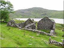 SH5544 : Ruined buildings near Taly-y-llyn Farm by Gareth James