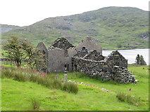 SH5544 : The ruined Tal-y-llyn Farm at Cwmystradllyn by Gareth James