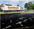ST3091 : Farmfoods lorry, Malpas Road, Newport by Jaggery