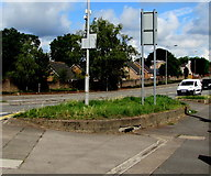 ST3090 : Small grassy island at a Malpas junction, Newport by Jaggery