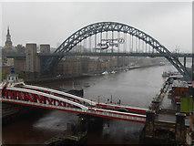NZ2563 : River Tyne, Newcastle upon Tyne by Stephen McKay