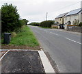 SS9272 : End of the pavement alongside the B4265 St Brides Road, Wick by Jaggery