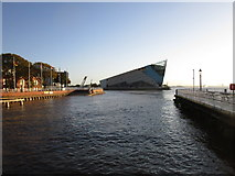 TA1028 : The Deep and the mouth of the River Hull by Jonathan Thacker