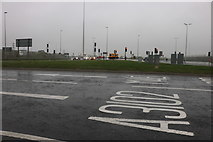 SU1082 : Junction 16 of the M4 at the A3102 eastbound by David Howard