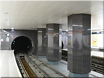 NS5566 : Glasgow Subway, Outer Circle at Partick by Stephen Craven