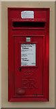 ST3049 : Elizabeth II postbox on Berrow Road, Burnham-on-Sea by JThomas