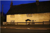 SP9726 : Cottage on the A5, Hockliffe by David Howard