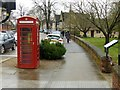 TF0306 : K6 telephone kiosk, Station Road, Stamford by Alan Murray-Rust