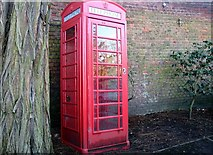 TG2309 : The Great Hospital - K6 telephone box by Evelyn Simak