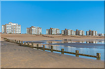 TQ7306 : Bexhill Beach by Ian Capper
