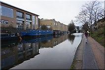 TQ3283 : Regent's Canal near New North Road by Ian S