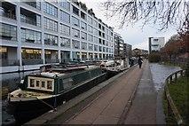 TQ3283 : Regent's Canal  near  Shepherdess Walk Footbridge by Ian S