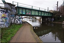 TQ2282 : Grand Union Canal near Mitre Bridge by Ian S
