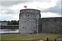 R5757 : Tower, King John's Castle by N Chadwick