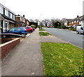 ST3091 : Rowan Way pavement, Malpas, Newport by Jaggery