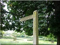 SU8695 : Public Footpath to Hughenden Valley by Sean Davis