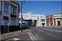 TA1029 : North Bridge, Hull by Ian S