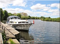 TG2906 : All quiet on the River Yare by Evelyn Simak