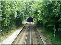 TR2548 : Platforms at Shepherdswell looking towards Dover by Robin Webster
