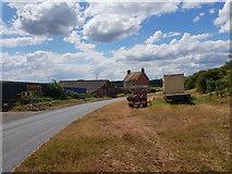 SO9964 : Wallhouse Farm on the bend of Wallhouse Lane by Jeff Gogarty