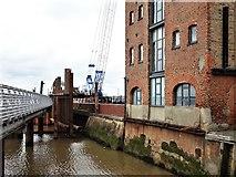 TA1028 : Humber: Hull Frontage Flood Defence Improvements by Bernard Sharp