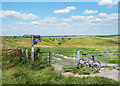 SU2482 : Gate to the Coombe by Des Blenkinsopp