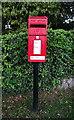 SE2086 : Elizabeth II postbox, Rookwith by JThomas