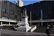 SU6400 : Statue of Queen Victoria, Guildhall Square by N Chadwick