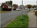 ST3091 : Cycle route 88 direction sign, Rowan Way, Malpas, Newport by Jaggery