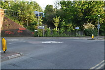 TQ5941 : Mini-roundabout, Sandhurs tRd and North Farm Rd by N Chadwick
