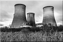 SJ5486 : Fiddlers Ferry Power Station by Peter McDermott