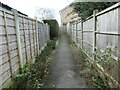 SE3119 : Shortcut to the public open space off Lennox Drive by Christine Johnstone