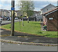 SN7911 : Cycle route direction sign on an Ystradgynlais corner by Jaggery