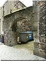 NS9981 : Archway, Scotland's Close by Richard Sutcliffe