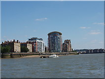 TQ3778 : Riverside apartments on the Isle of Dogs by David Hawgood