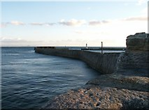 NO5603 : Eastern seawall, Anstruther harbour by Jim Bain