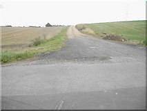 SU5557 : Farm Track by Nygel Gardner