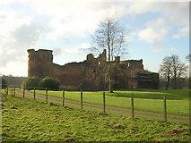 NS6859 : Bothwell Castle by Iain Thompson