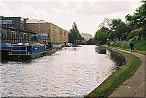 TQ3283 : Regent's Canal below Sturt's Lock by Pierre Terre