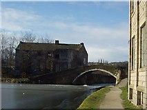 SE1537 : Junction Bridge, Shipley by Rich Tea