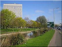 TL0506 : River Gade and the Kodak building, Hemel Hempstead by Nigel Cox