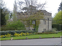 SP7006 : Little Stone Gatehouse, Thame by Edward Farrow