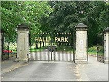 SE2337 : Gates of Horsforth Hall Park by Rich Tea
