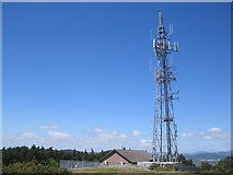 J3630 : Television Transmitter Mast - Drinahilly Mountain by Peter Lyons
