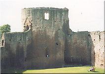 NS6859 : Bothwell Castle, inside by Stephen Craven