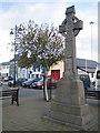 V6745 : Baile Chaisleáin Bhéarra (Castletownbere): War Memorial by Nigel Cox